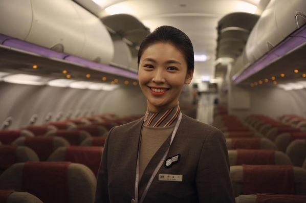 亚空姐照片_韩亚航空是韩国第二大航空公司,韩亚航空的空姐长怎样呢?